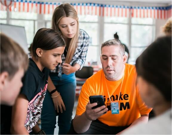 How mobile apps and online world help kids